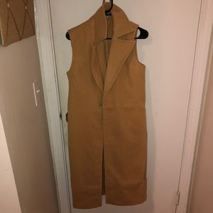 CAMEL SLEEVELESS TRENCHCOAT